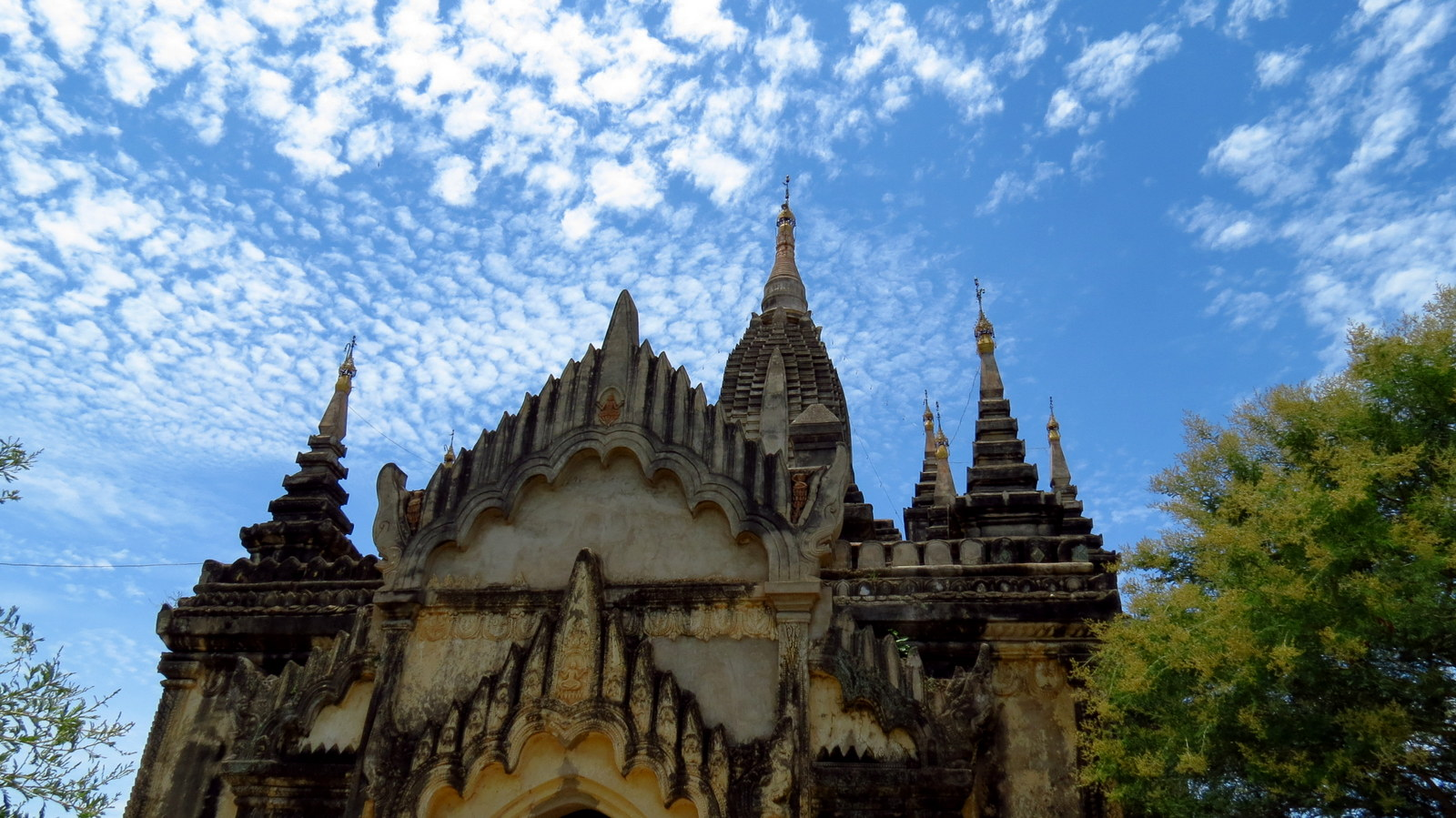 bagan-temple-and-clouds
