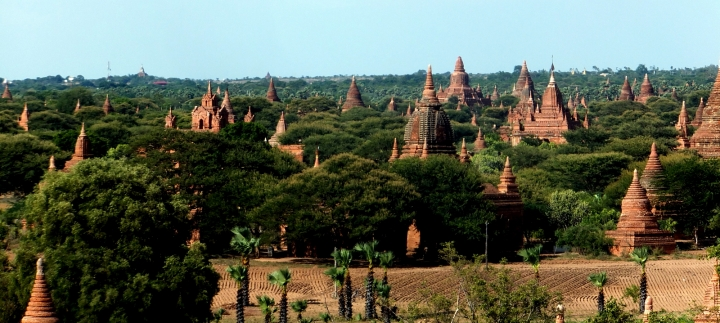 bagan-stupas-on-horizon
