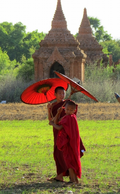 monk-parasol-and-sunlight-bagan