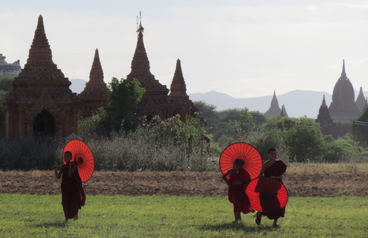 monks-backlit-bagan