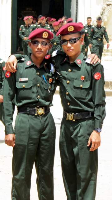 myanmar-army-boys-posing-at-bagan-temple