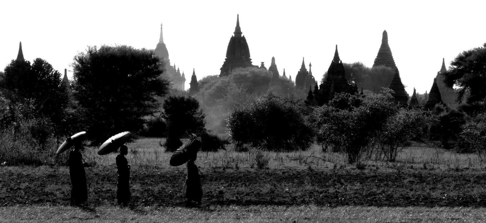 monochrome-temples-and-monks-with-parasols