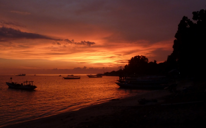 boats-sunset-gili-air