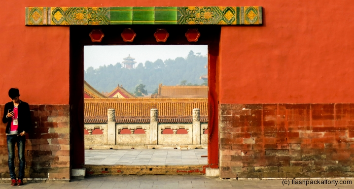 forbidden-city-archway-with-man