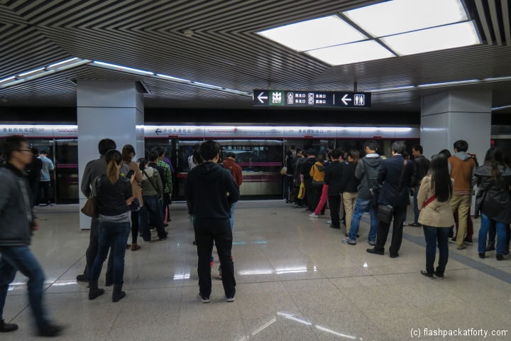 beijing-subway-queue