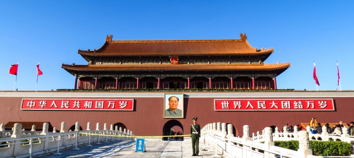tiananmen-square-building-and-soldier