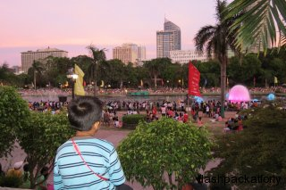 boy-watches-light-show-rizal-park-manila