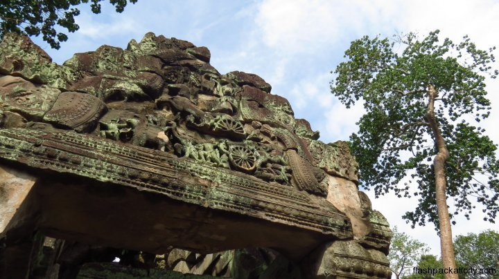 angkor-carving-and-tree