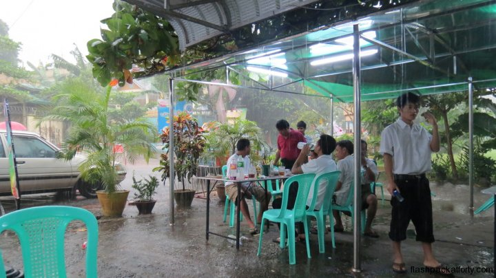 rain-yangon-cafe