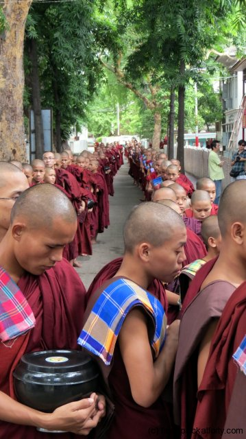 maha-ganayon-kyaung-monks-line