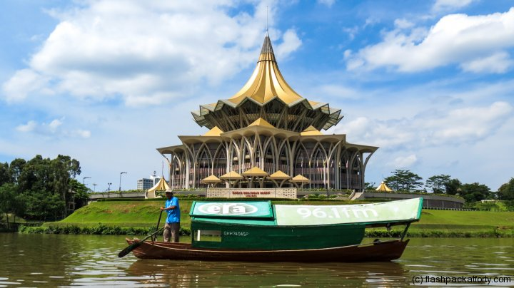 sampan-and-state-parliament-building-kuching