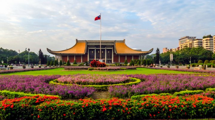 sun-yat-sen-memorial-with-flower-grden