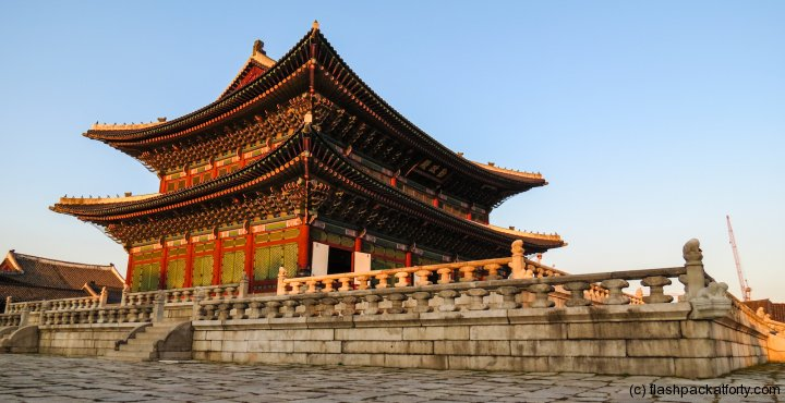 gyeongbokgung-palace-in-sunset-light