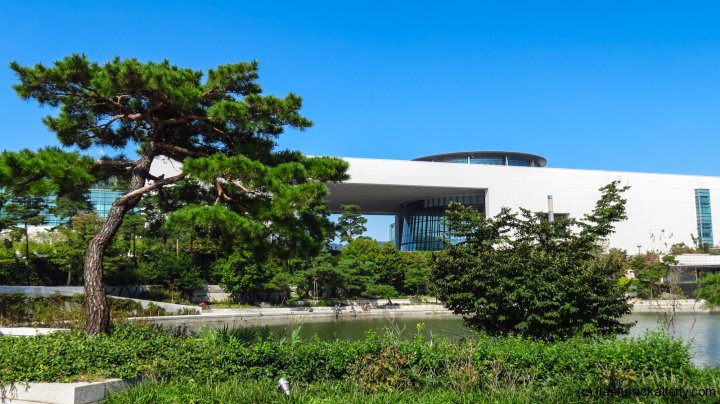 national-museum-seoul-korea-external