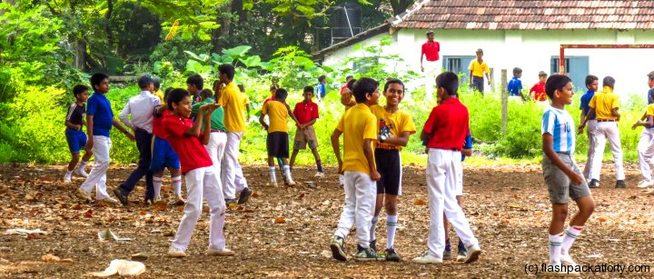 colourful-school-kids-playing-fort-kochi