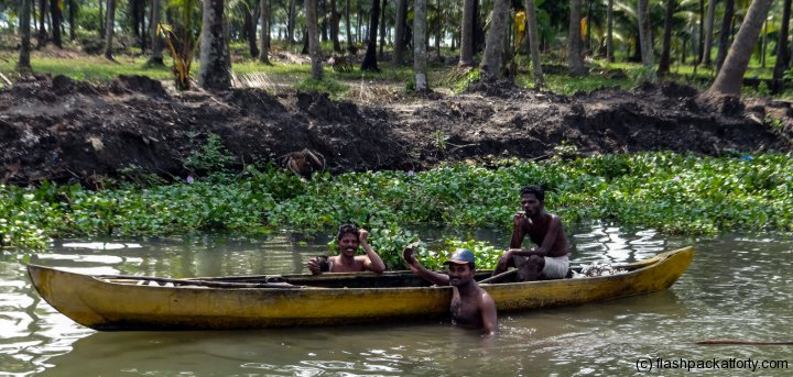 kerala-backwaters-fishermen-with-catch