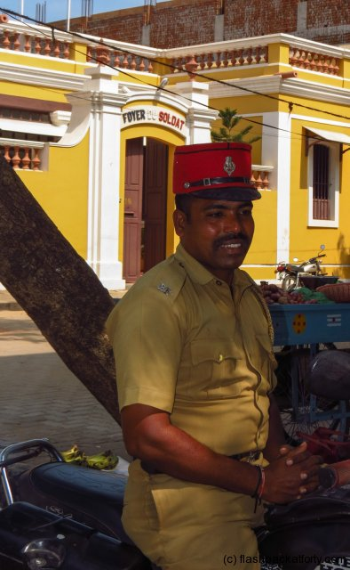 pondicherry-policeman-smiles