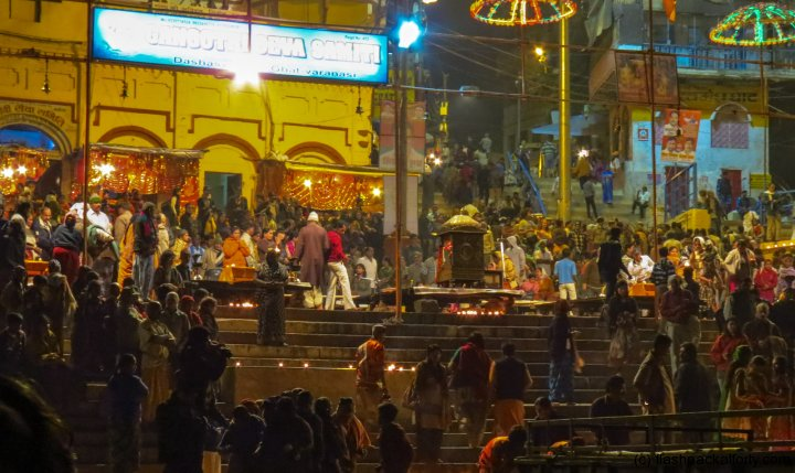 aarti-ceremony-and-crowd-varanasi