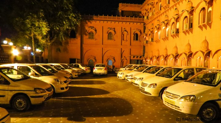 bikaner-sagar-hotel-taxi-parking