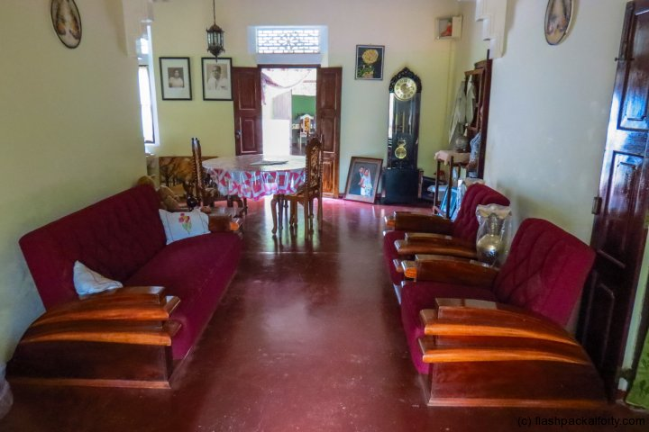 old-furniture-mirissa-homestay