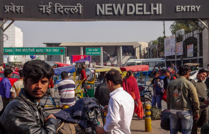 delhi-train-station-entrance