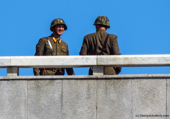 north-korean-soldiers-dmz-viewing