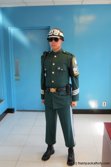 south-korean-soldier-jsa-building-korea