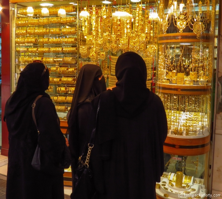 women-and-gold-souk-window