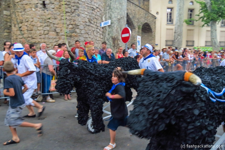childrens-play-bull-run-ceret-feria