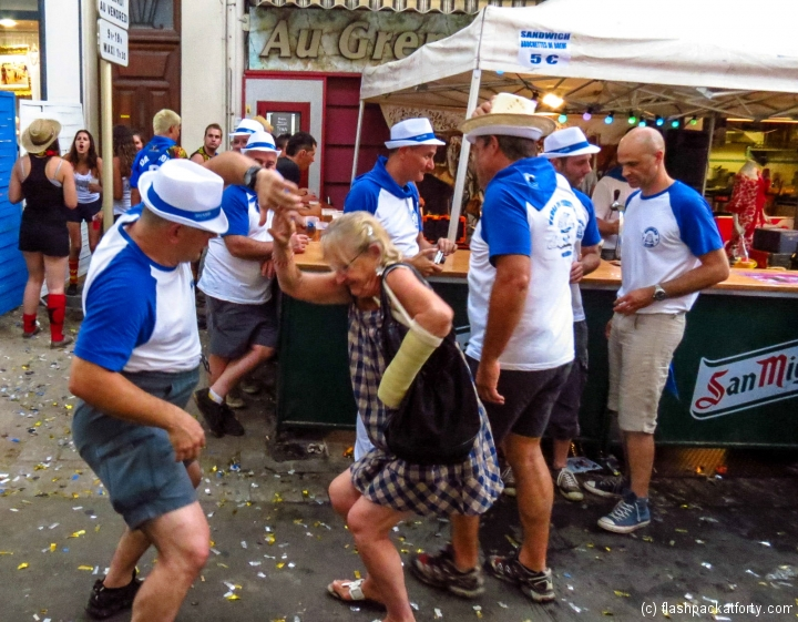 old-group-dancing-ceret-feria