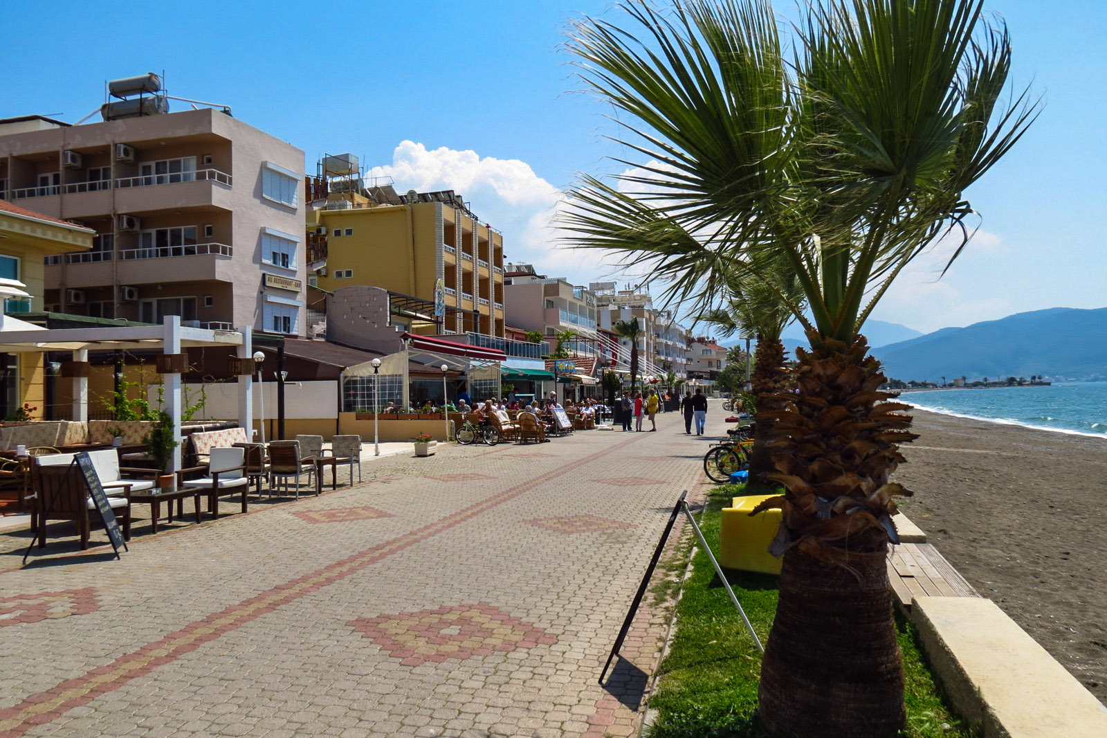 calis-seafront-cafes