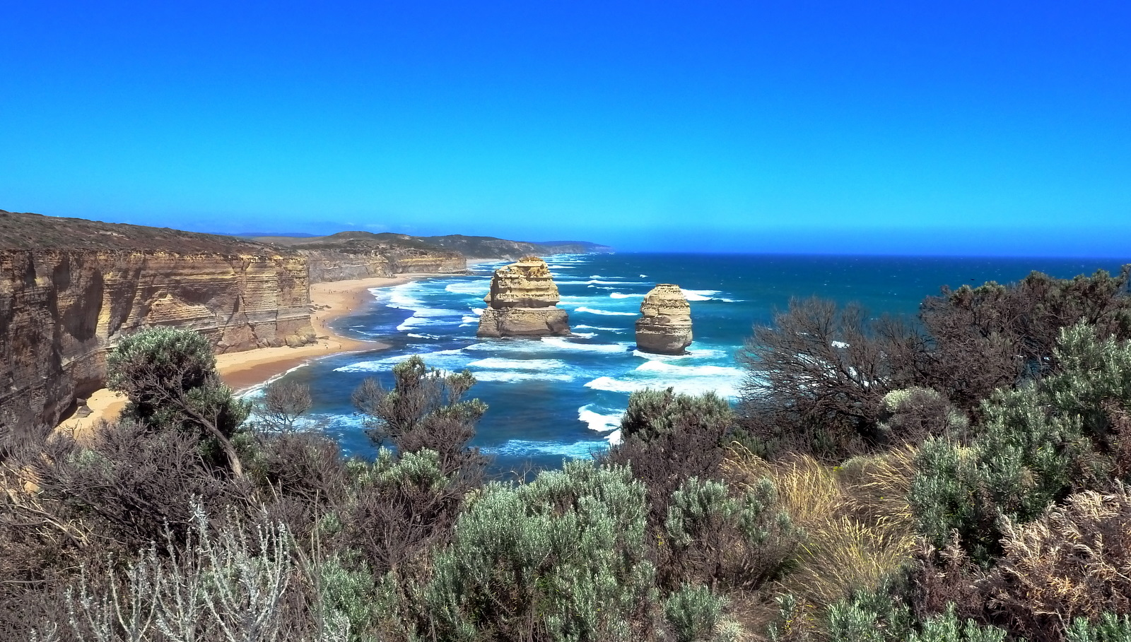 2-apostles-foliage-in-foreground