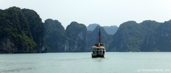 halong bay junk flag