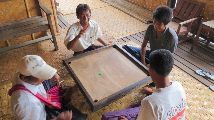 boat-guides-enjoy-board-game-inle-lake