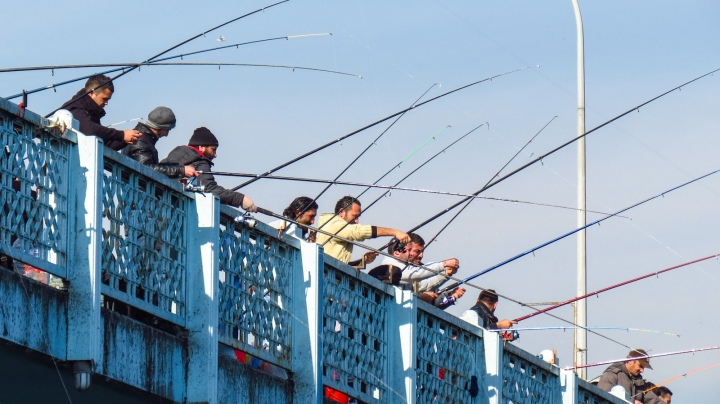fishermen-on-bridge-istanbul