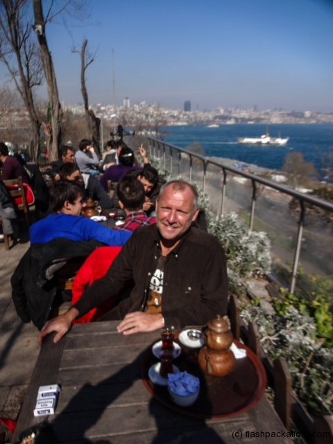 istanbul-river-cafe-with-tea