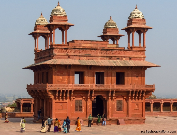 fatehpur-sikri-tourists