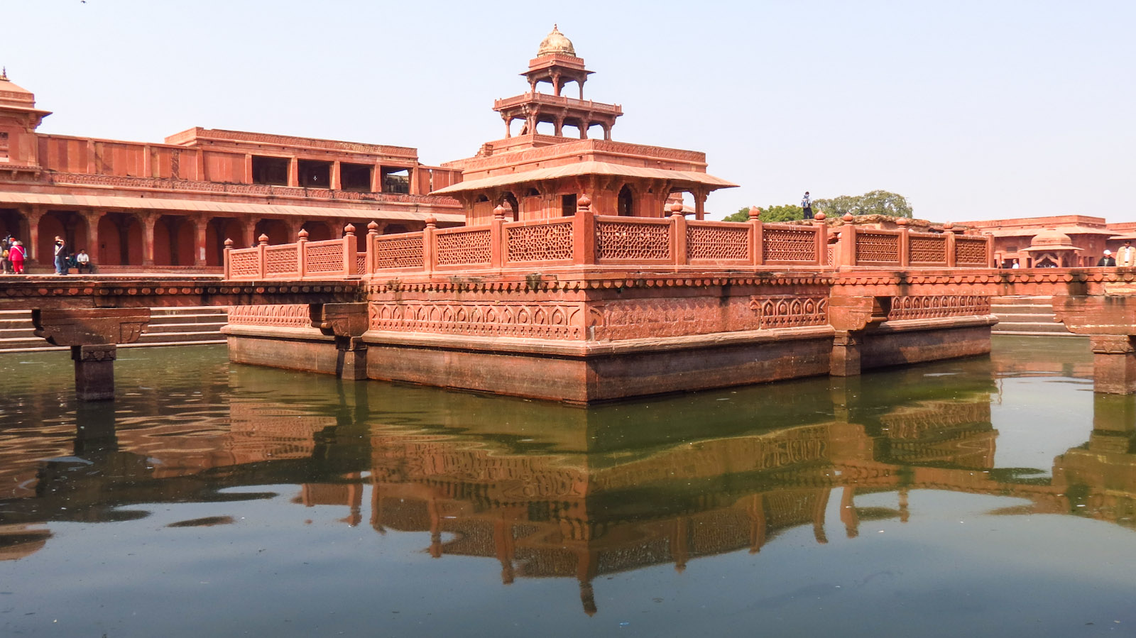fatehpur-sikri-building-with-lake-reflection