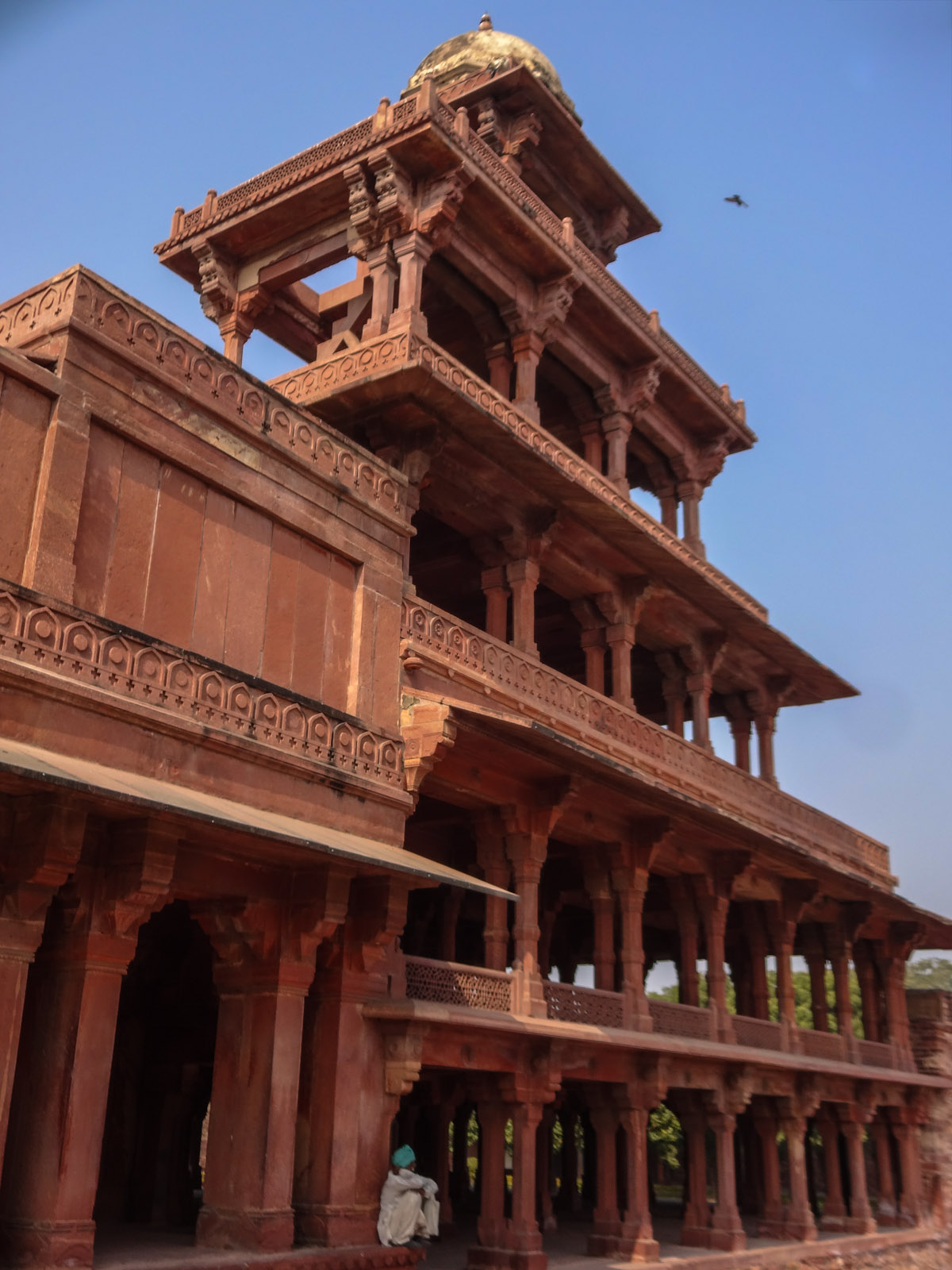 fatehpur-sikri-columned-building-india