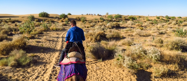 flashpacker-john-on-camel-safari-jaisalmer