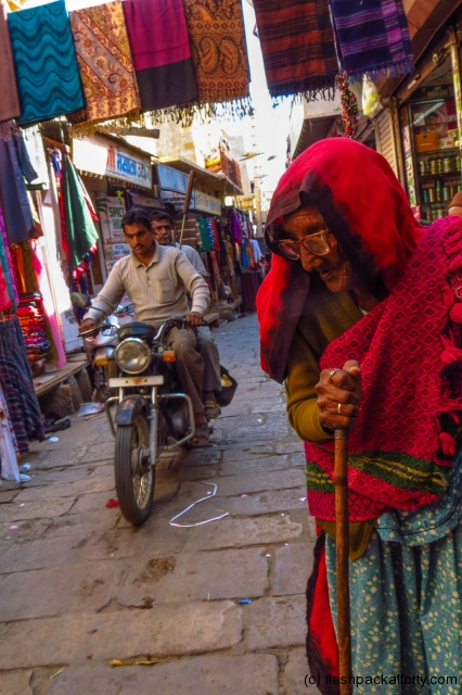 old-woman-in-jaisalmer-bazaar