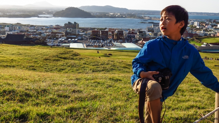 sunrise-mount-jeju-child-with-camera