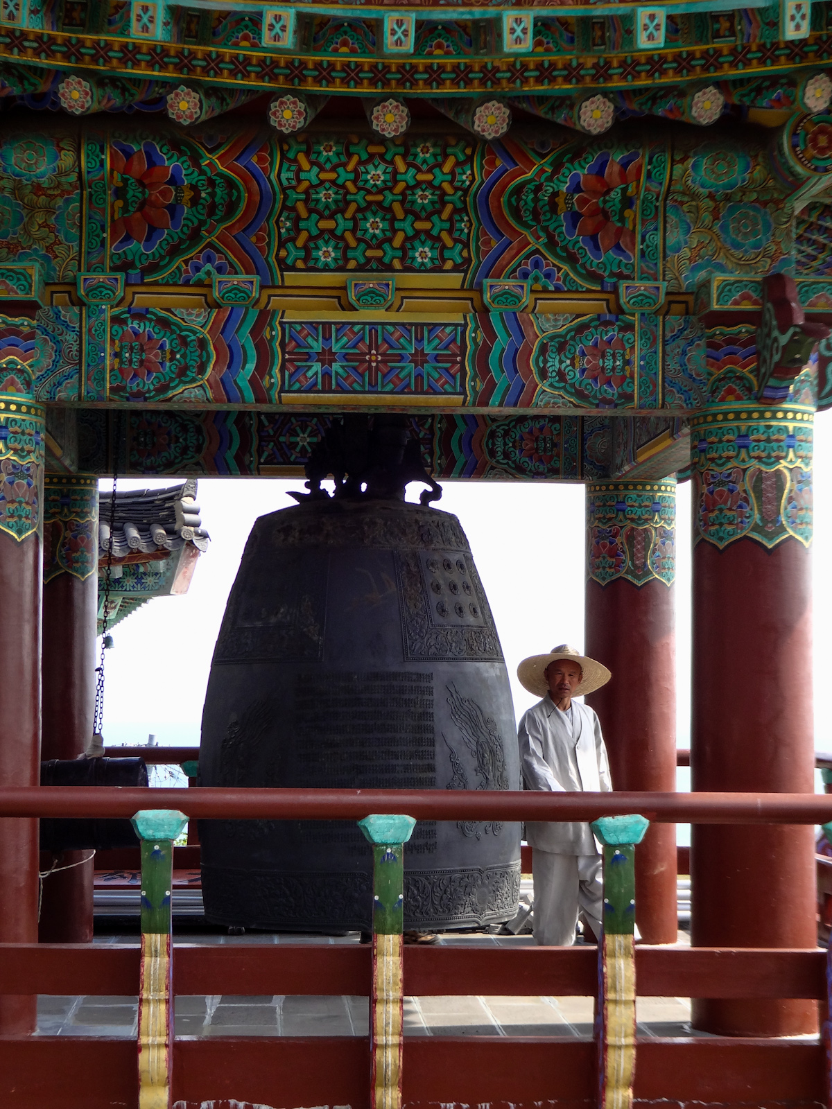jeju-monk-and-bell