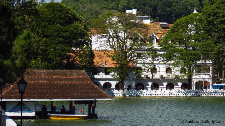 colonial-buildings-kandy