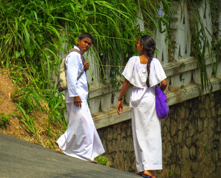school-kids-leave-buddhist-school-kandy