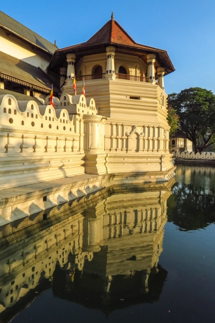 temple-of-the-tooth-moat-reflection