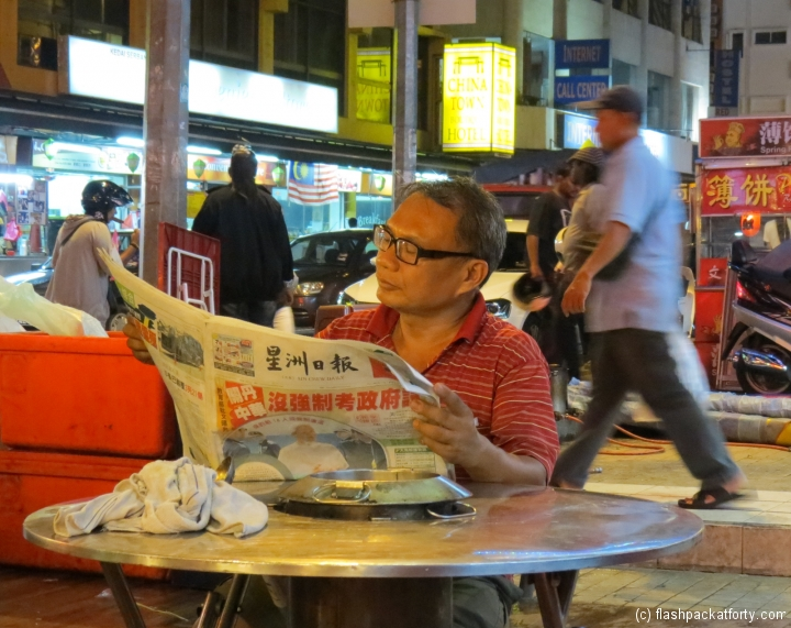 reading-in-the-bustle-chinatown-kl