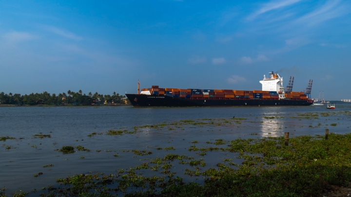 container-vessel-port-fort-kochi