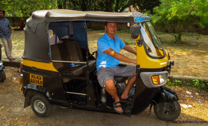 flashpacker-in-auto-rickshaw-fort-kochi