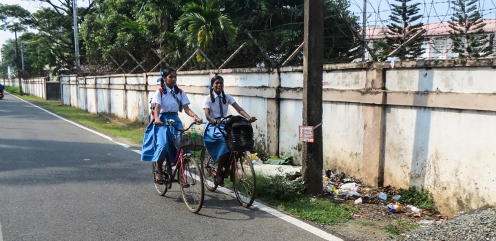schoolgirls-on-cycles-fort-kochi